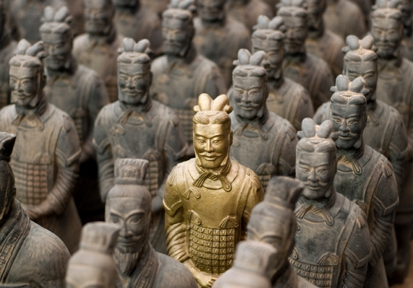 golden-statue-among-terracotta-warriors-in-xian